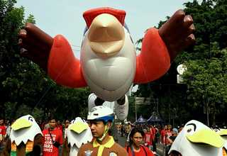 Parade Momo Maskot Asian Para Games 2018
