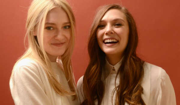 Dakota Fanning (kiri) dan Elizabeth Olsen (kanan) membintangi film Very Good Girls.