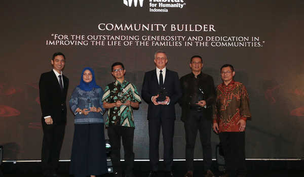 Penghargaan Community Builder Habitat for Humanity Indonesia
