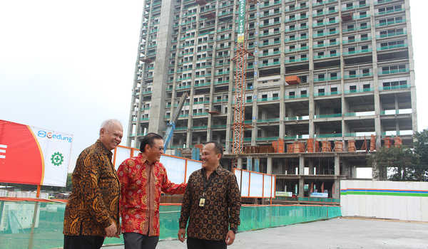 Topping Off Eastern Tower Apartment Embarcadero Bintaro