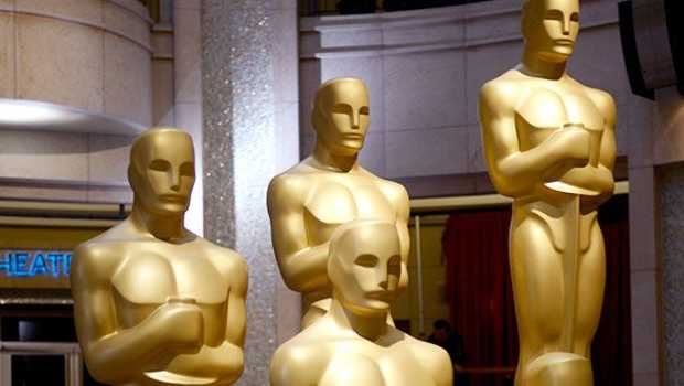 Patung Oscar 2013 di Dolby Theatre in Hollywood, California, USA.