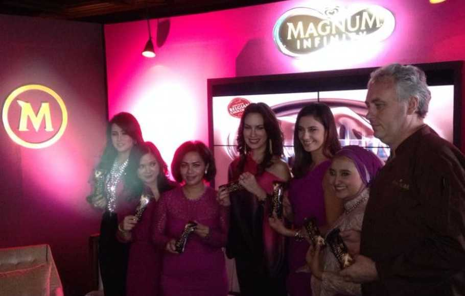 Keterangan photo: (kiri-kanan) Olla Ramlan, Riri Odang (Senior Brand Manager Magnum), Ira Noviarti (Ice Cream & Marketing Services Director PT. Unilever Indonesia Tbk.), Sophia Latjuba, Marissa Nasution, Jacques Poulain (Magnum Chocolatier)
