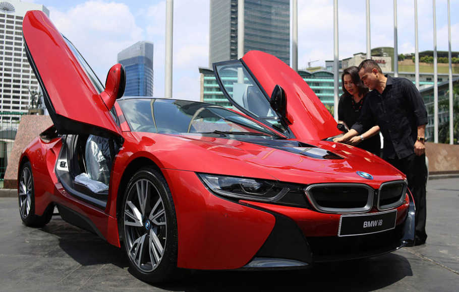 Mobil Hybrid BMW i8 Protonic Red Edition