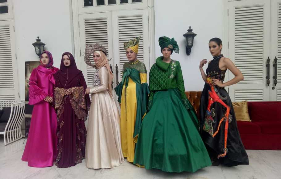 Six Indonesian Designers Showcase Modest Collection At Paris Fashion Week Seasia Co