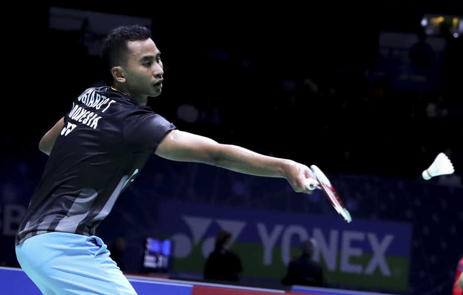 Gagal ke Final, Tommy Dihentikan Kento Momota