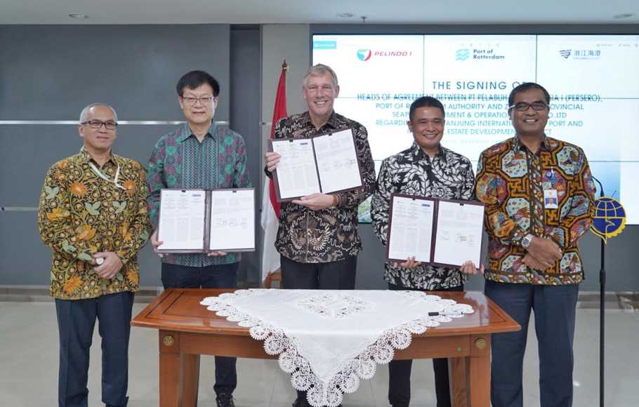 PT Pelindo I meneken Head of Agreement (HoA) bersama Port of Rotterdam Authority dan Zhejiang Provincial Seaport Investment and Operation Group Co, Ltd perihal pengembangan Pelabuhan Kuala Tanjung sebagai hub internasional, Jakarta, Kamis 14 November 2019.