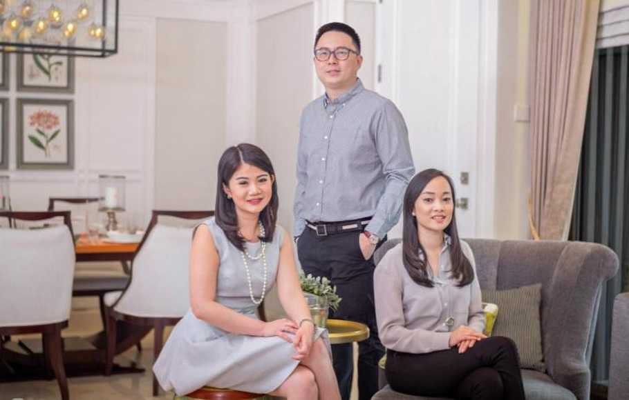 Chief Executive Officer Travelio Hendry Rusli (tengah), bersama Chief Strategy Officer Travelio Christina Suriadjaja (kanan) dan Chief Operating Officer Travelio, Christine Tjong (kiri).