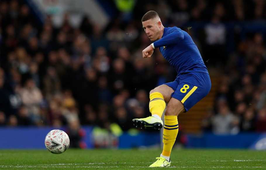 Gelandang Chelsea Ross Barkley.