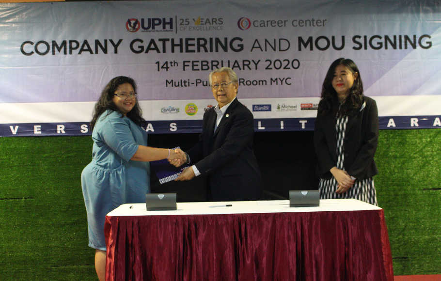 Corporate Gathering dan Job Fair UPH 2020