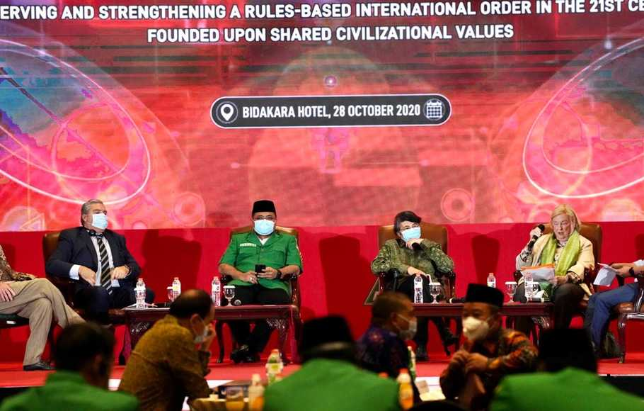 "Seminar internasional bertajuk ""Islam Rahmatan Lil Alamin, Pancasila and The Commission on Unalienable Rights: Preserving and Strengthening A Rules-Based Internasional Order In The 21st Century Founded Upon Shared Civilizational Values"", Rabu (28/10/2020), di Jakarta."