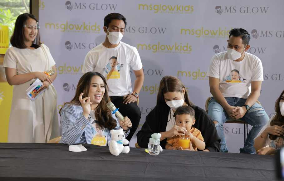 Press confrence MS Glow Kids dan Ms Glow New Musik.