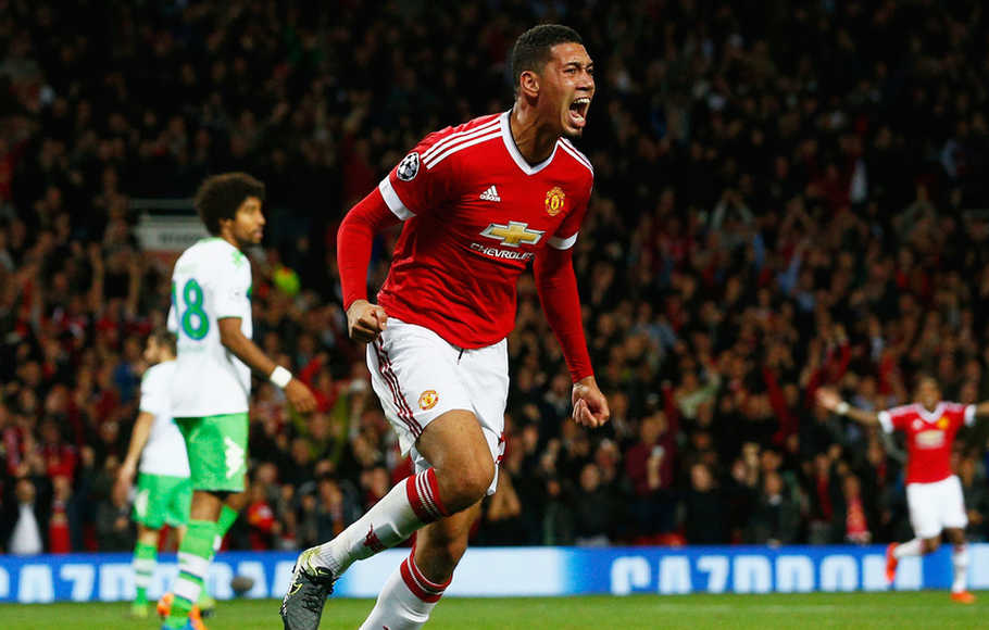 MU Bakal Jual Chris Smalling