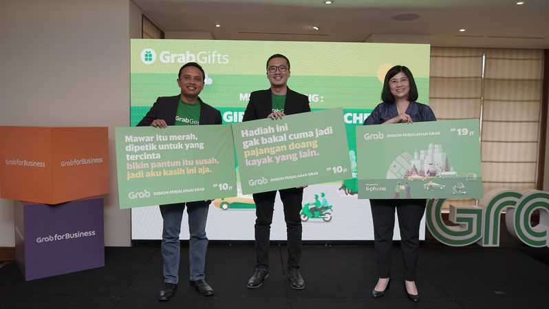 Foto ki-ka: Executive Director Grab Indonesia Ongki Kurniawan, Head of Grab for Business Indonesia  Roy Nugroho, dan CEO TiPhone Lily Salim meluncurkan GrabGifts. (Dok Grab Indonesia)
