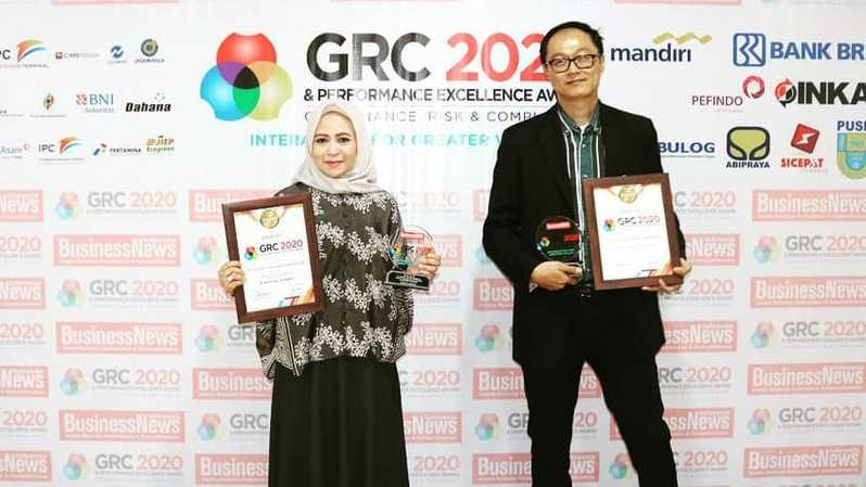 Chief Marketing Officer (CMO) SiCepat Ekspres, Wiwin Dewi Herawati dan Vice President IT SiCepat Ekspres, Billy Yosafat, menerima The Best GRC For Performance Management In Marketing & Information Technology in Logistic Service dan The Best CMO and GRC Leader 2020 dalam Governance, Risk, and Compliance (GRC) dan Performing Excellence Award 2020 yang digelar di Auditorium TVRI, Jakarta, 29 Juli 2020
