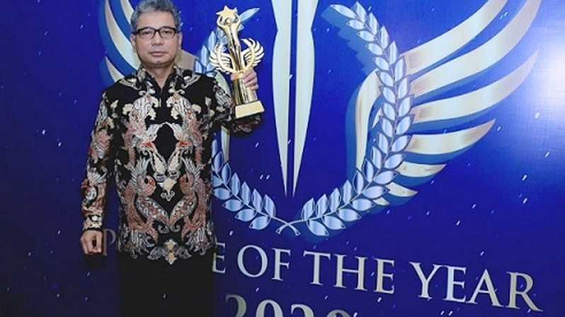 Dirut BRI Sunarso meraih penghargaan Best CEO of The Year untuk kategori Sustainable Development Goals Contribution pada malam puncak penganugerahan People of The Year 2020