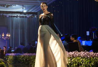 A model presents an On Aura Tout Vu Couture gown at the Raffles Hotel in South Jakarta on Sunday (26/03). (JG Photo/Dhania Putri Sarahtika)