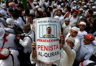 Three mass rallies against Ahok were led by hardline Muslim groups in the campaign period before Wednesday's (19/04) vote, threatening to erode the country's longstanding tradition of practicing a moderate form of Islam. (Reuters/Beawiharta)