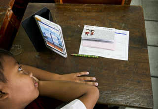 A schoolboy opens his virtual bank account during Digital Financial Literacy for Children class. (JG Photo/Yudha Baskoro)