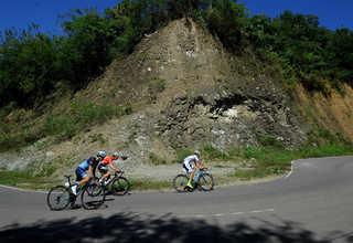 There are four difficult climbs in the race between Maumere and Ende. (SP Photo/Joanito De Saojoao)