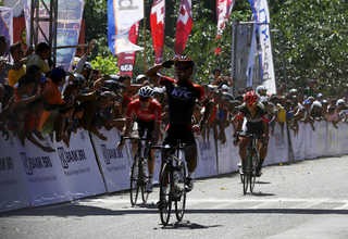 Muhammad Imam Arifin of KFC Cycling Team won a close sprint near the finish line of the second stage of the Tour de Flores on Saturday (15/07), becoming the first Indonesian rider to ever top a stage in the competition. (SP Photo/Joanito De Saojoao)