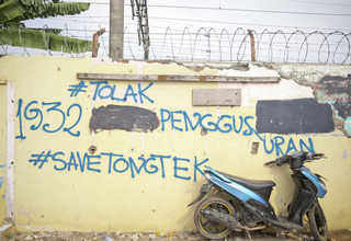 'Say No to Forced Eviction,' the graffiti on the wall says. (JG Photo/Yudha Baskoro)