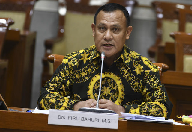 Anti-Graft Official Named Suspect for Taking Bribe