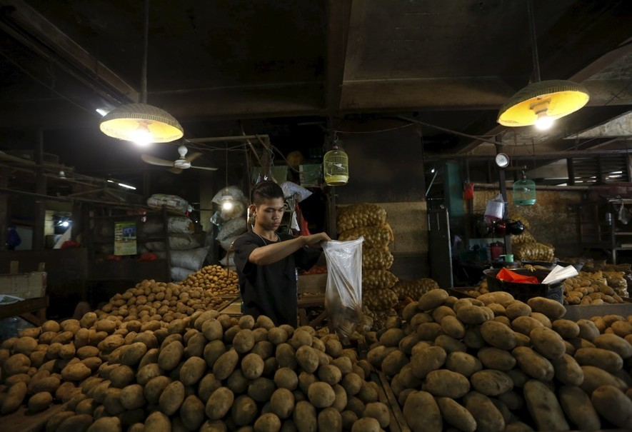 Indonesia can replace rice with local foods such as sago, cassava, sweet potato, breadfruit and bananas as sources of carbohydrates. (Reuters Photo/Nyimas Laula)