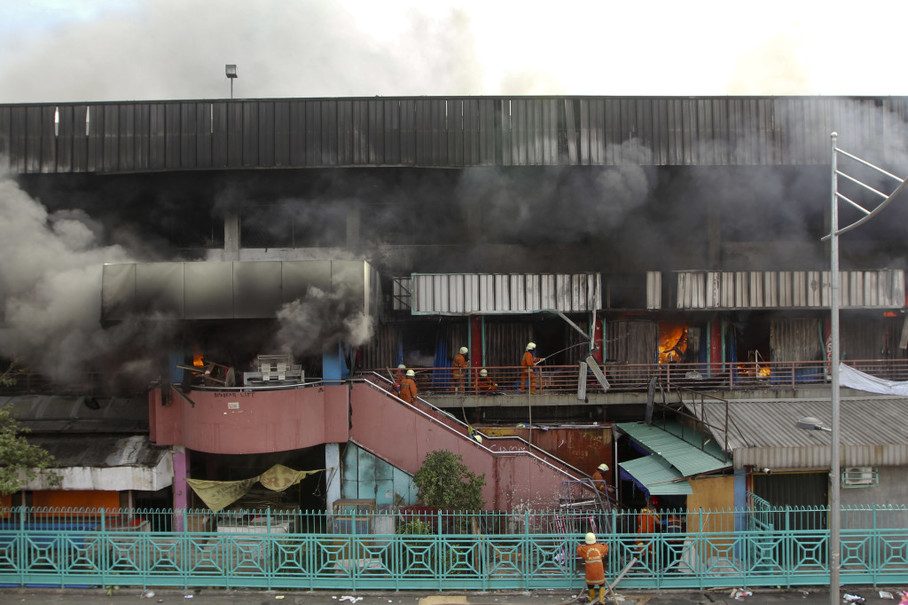 Firefighters try to save Pasar Senen in Central Jakarta from a fire that broke out on Jan. 19. (JG Photo/Yudha Baskoro)