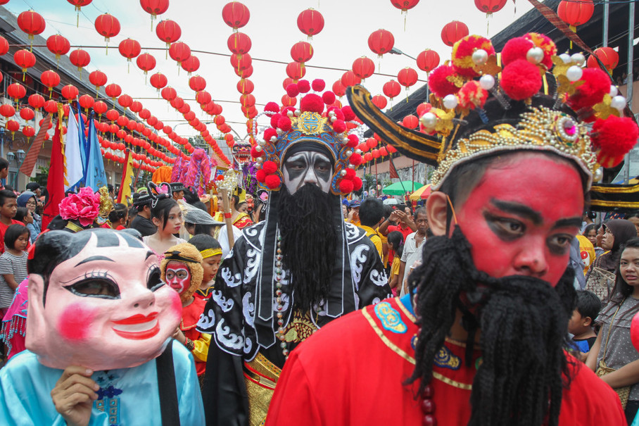 Residents participate in the Grebeg Sudiro Cultural Carnival at Pasar Gede in Solo, Central Java. The annual carnival is held to welcome the Lunar New Year. (Antara Photo/Mohammad Ayudha)