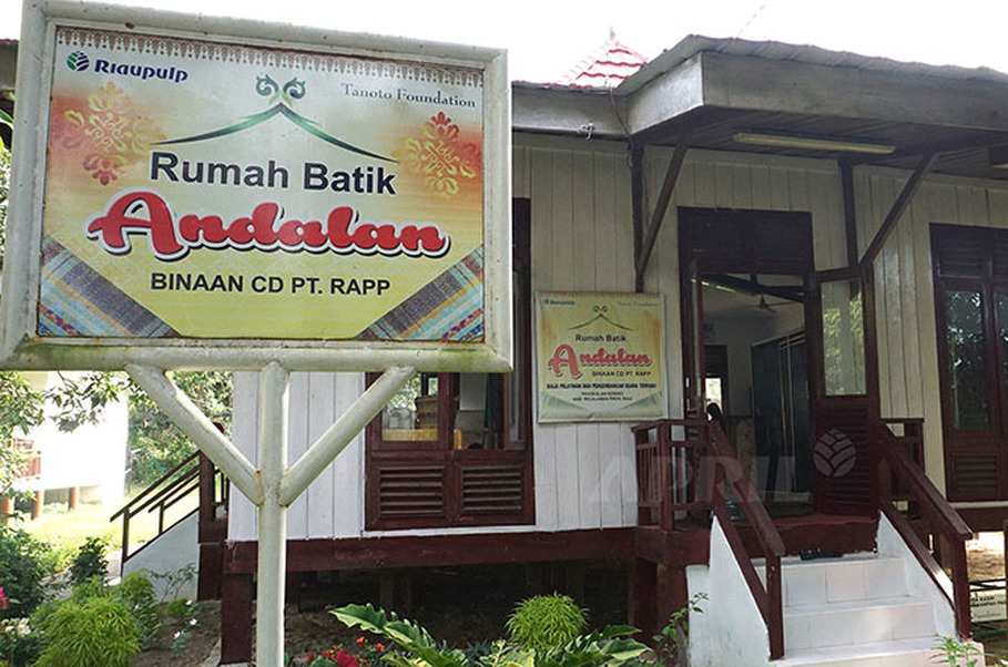 Rumah Batik Andalan in Pangkalan Kerinci. (Photo courtesy of http://www.inside-rge.com)