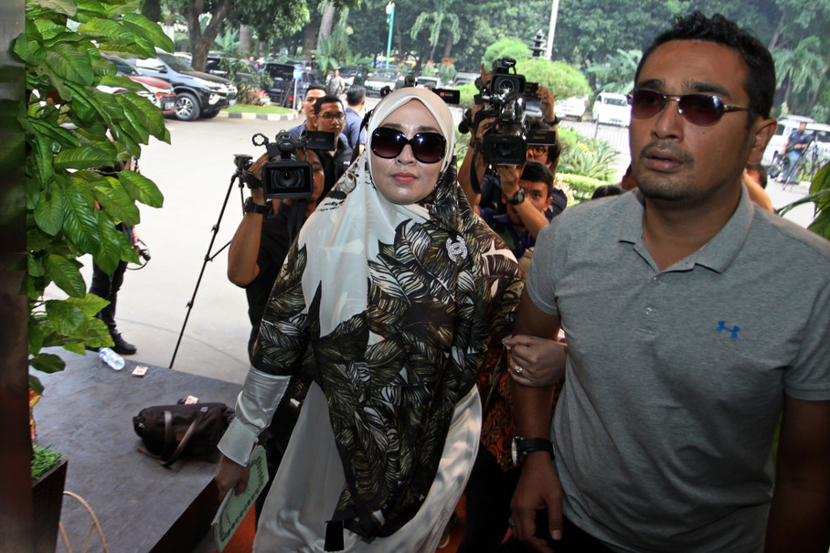 A suspect in a pornographic case, Firza Husein, appears at the Jakarta Police for questioning over chat content. (Antara Photo/Galih Pradipta)