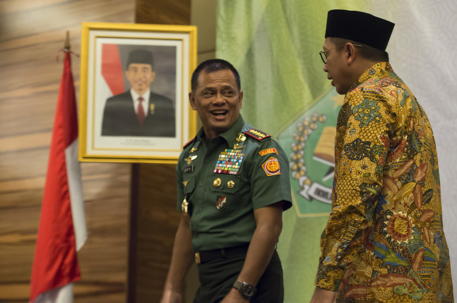 Indonesian Military chief Gen. Gatot Nurmantyo and the Religious Affairs Minister Lukman Hakim in Jakarta on Wednesday (31/05). (Antara Photo/Widodo S Jusuf)