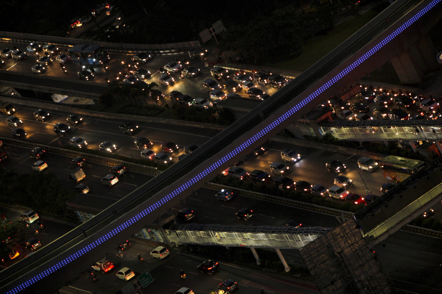 The violets of Semanggi Interchange. (JG Photo/Yudha Baskoro)