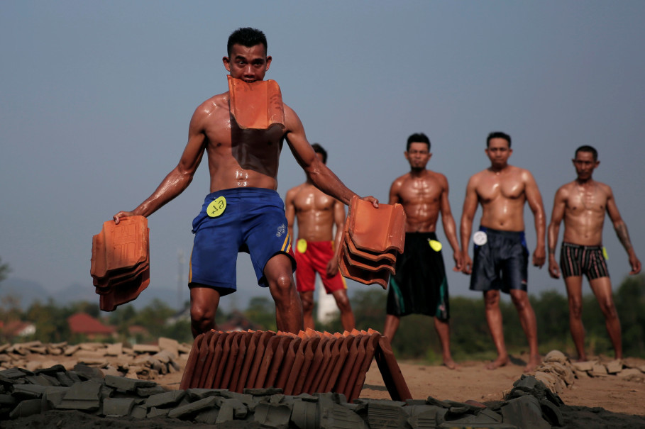 Tiles serve as weights for the tile factory workers-bodybuilders in Jatiwangi. (Reuters Photo/Beawiharta)