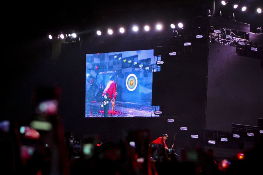The presidential arrow reached the target, although not its very center. (JG Photo/Yudha Baskoro)