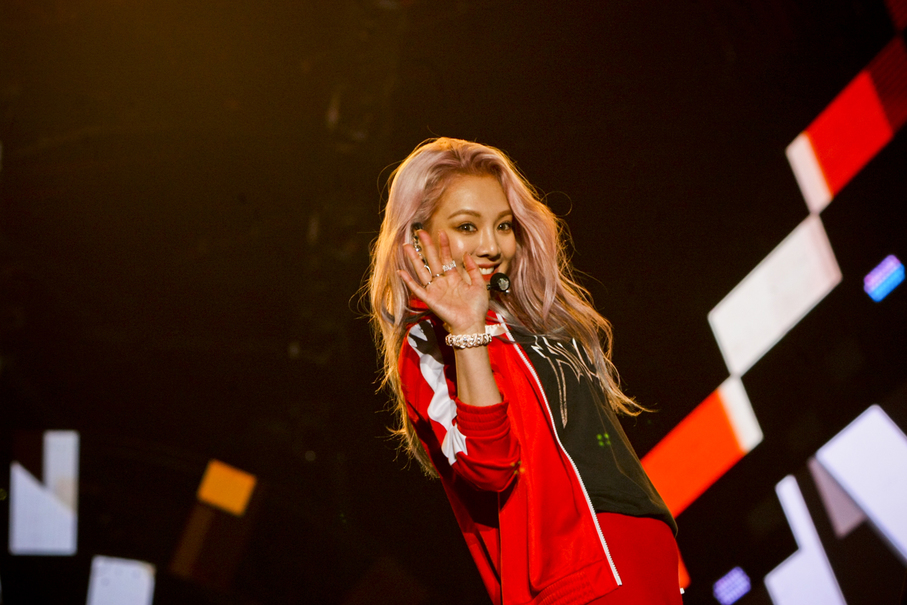 Hyoyeon of SNSD entertains fans during Friday's (18/08) concert in Jakarta. (JG Photo/Yudha Baskoro)