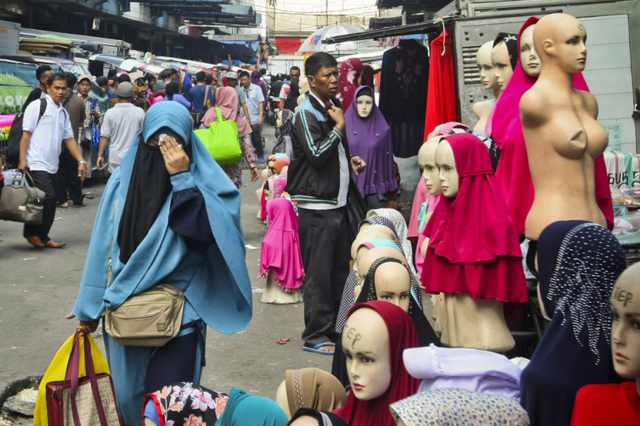 A woman in burqa walks through the Tanah Abang Market's headscarves section on July 31. Face veils are still a rare sight in Indonesia. (JG Photo/Yudha Baskoro)