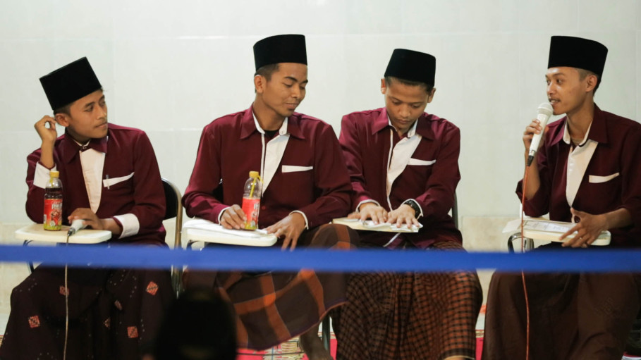 Students at the Pondok Kebon Jambu Al-Islamy boarding school in Cirebon, West Java. (Photo courtesy of Shalahuddin Siregar)