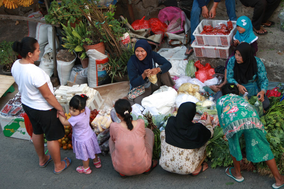 A roadside green grocer in Bintara. (JG Photo/Yudhi Sukma Wijaya)