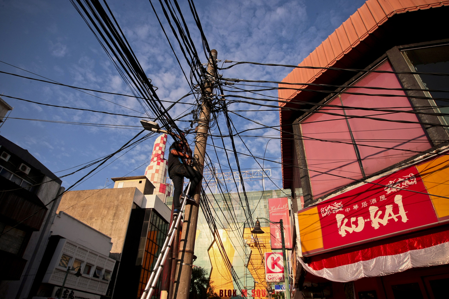 The messy power lines remind you: this is still Indonesia. (JG Photo/Yudha Baskoro)