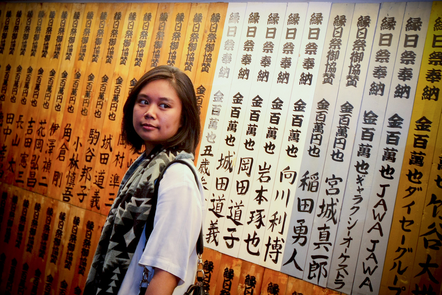 A woman stands next to a Japanese restaurant's shopfront in Blok M. (JG Photo/Yudha Baskoro)
