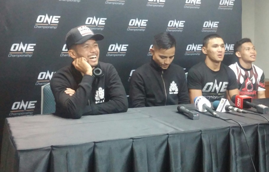 From left to right, Indonesian fighter Riski Umar, Stefer Rahardian, Kairat Akhmetov and Adrian Matheis at the press conference after the bouts. (JG Photo/Amal Ganesha)