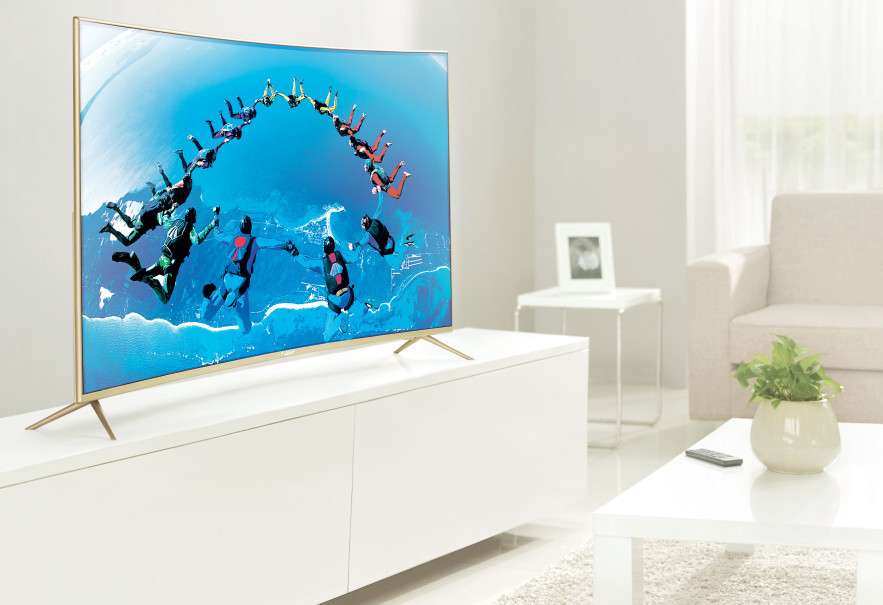 4K Curved LED Smart TV. (Photo courtesy of AQUA Japan)