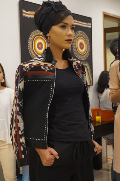A look from Liza Yahya's collection made from traditional ikat fabric. (JG Photo/Dhania Sarahtika)