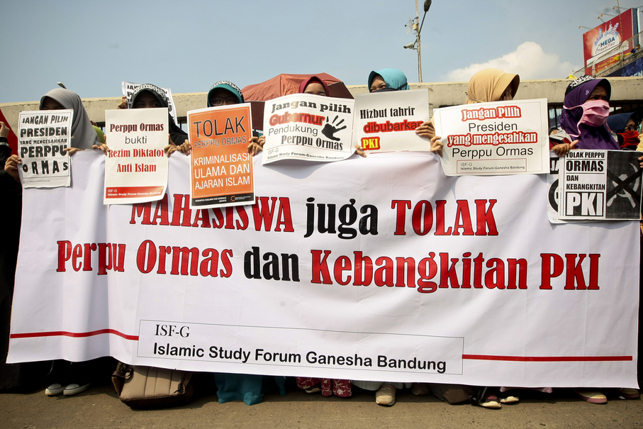 Students were among a fifty thousand-strong crowd on Friday. (JG Photo/Yudha Baskoro)