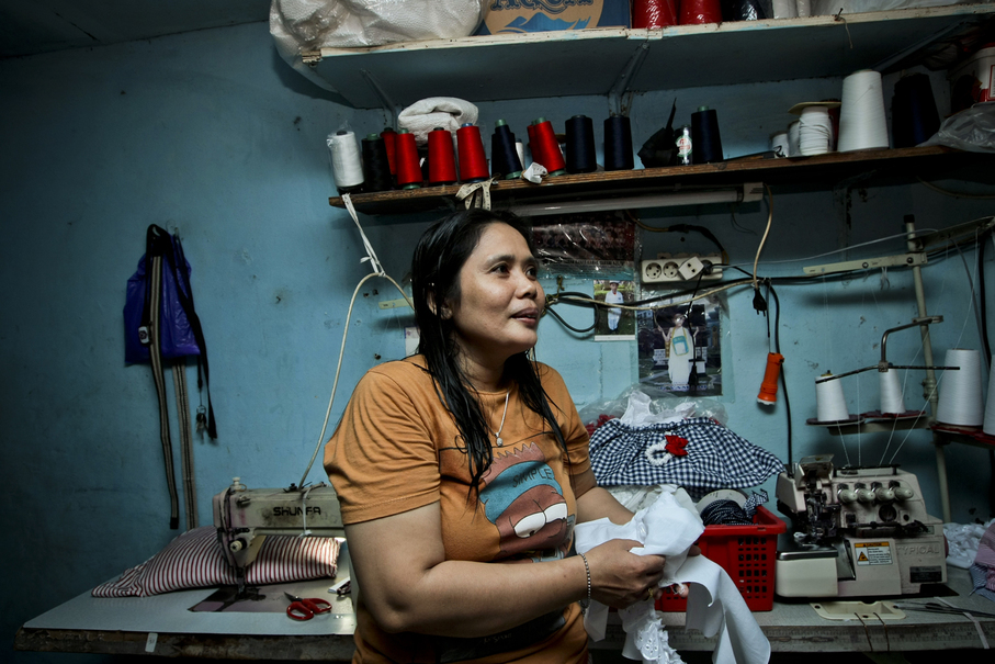A worker produces garments at her home in Penjaringan, North Jakarta, on Thursday (05/10). (JG Photo / Yudha Baskoro)