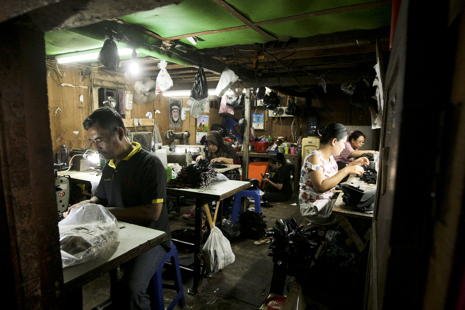 Laborers seen producing garments for a local company at a shared space in Penjaringan, North Jakarta, on Thursday (05/10). (JG Photo/Yudha Baskoro)