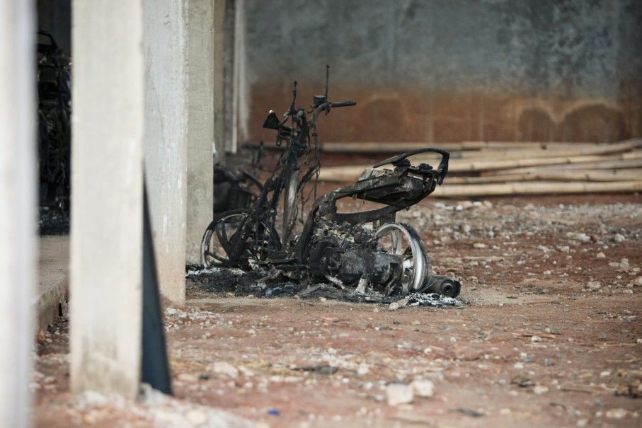 The heat from the explosion melted a bicycle. (JG Photo/Yudha Baskoro)
