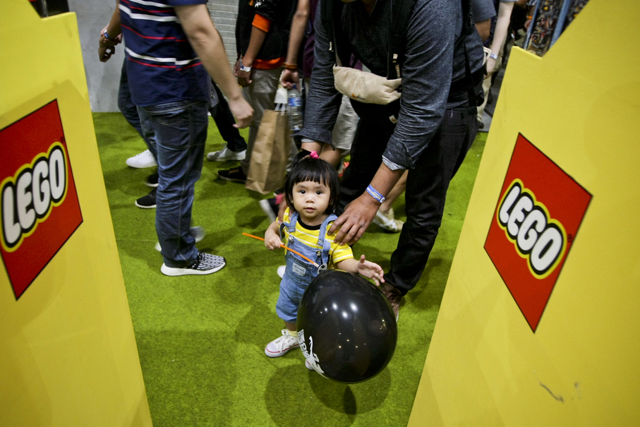 A little girl gets a head start on cosplay as Despicable Me's Agnes. (JG Photo/Yudha Baskoro)
