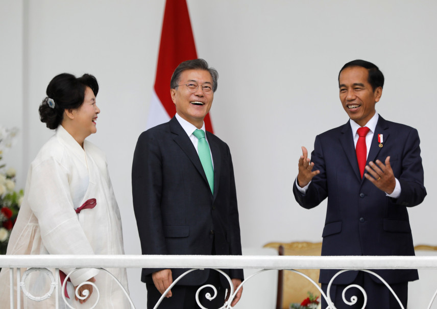 Visiting South Korean President Moon Jae-in, second left, and his wife Kim Jung-sook listen to Indonesian President Joko 'Jokowi' Widodo on the balcony of the presidential palace in Bogor. (Reuters Photo/Darren Whiteside)